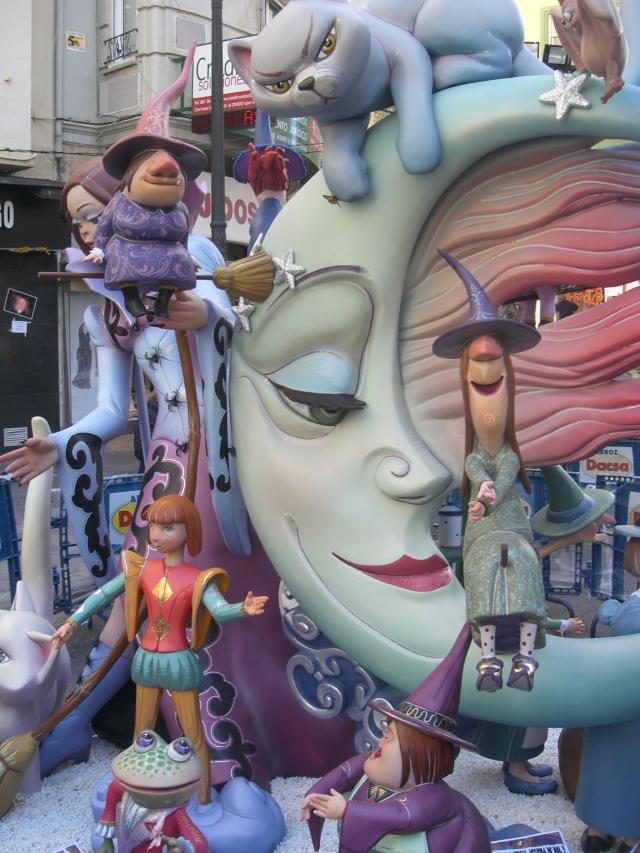 Montando la falla de la calle Garrigues en 2013