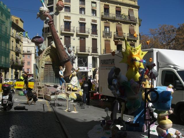 Montando la Falla del Tossal en el Barrio del carmen de Valencia