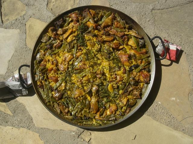 Paella valenciana a leña para 12 personas
