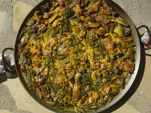 Paella valenciana a leña