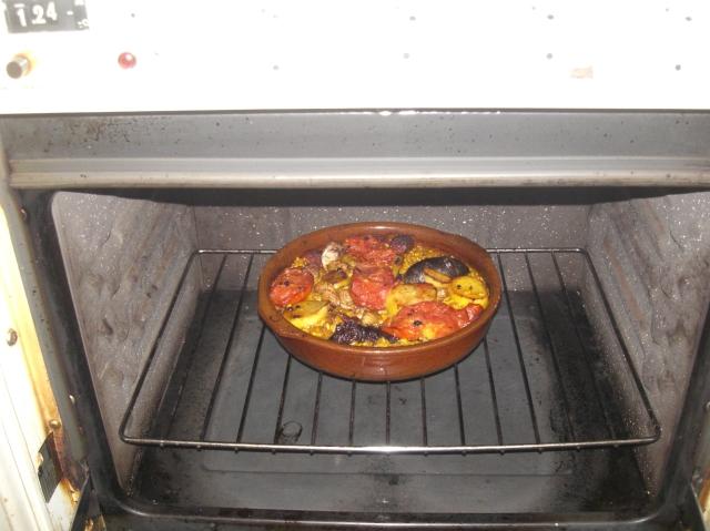 cazuela arroz al horno en el horno