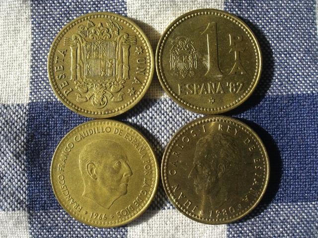 Detalle cara y cruz monedas de 1 peseta del dictador Franco y el Rey Juan Carlos I.