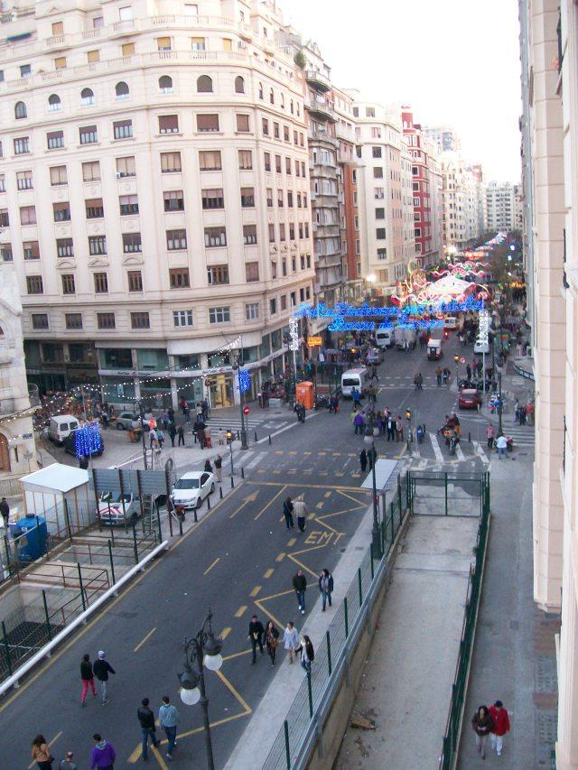 """Marzo 2014: Avenida Barón de Cárcer o """"avenida del oeste"""" de Valencia, desde la plaza Ciudad de Brujas,"""