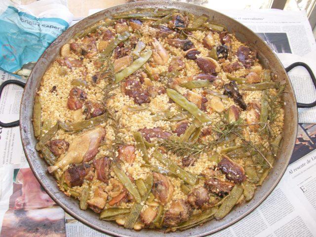 Paella de pato a leña cocinada hoy